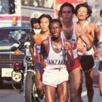 Alberto Salazar, em 1983 na maratona de Fukuoka, no Japão. Nascido em 1958 em Cuba, ele imigrou para os Estados Unidos com sua família. De 1980 a 1982, Salazar ganhou três consecutivas maratonas da cidade de Nova York. Sua primeira maratona, a corrida de Nova York em 1980, resultou em uma vitória em 2:09:41, registrando neste tempo como o mais rápido Americano e o segundo corredor mais rápido na história dos Estados Unidos. Salazar quebrou por duas vezes o recorde de 10 km em estrada em 1983 com tempos de 28:02 e 28:01.