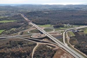 O novo pedaço da auto-estrada inclui construções ainda mais exigentes do que esta parte da estrada atual na Bósnia.