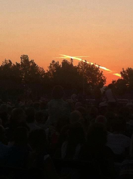 Outra foto do incrível fenômeno ocorrido ontem, dia 15 de agosto de 2012 durante a Missa da tarde em Medjugorje. Fonte: facebook