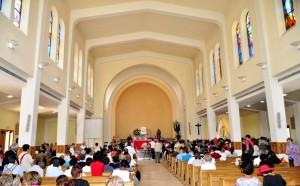 Dentro da Igreja de São Tiago em Medjugorje. Pascale Gryson-Selmeci e seu marido estava na parte de trás da igreja, quando ela percebeu que ela estava curada após 14 anos de doença