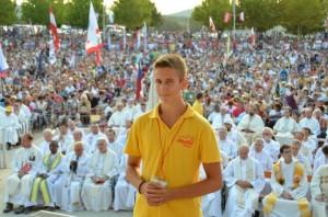 Eles eram muitos, mas não tantos como foi relatado pela primeira vez. Fr. Danko Perutina, o franciscano encarregado do Festival da Juventude em Medjugorje, pensa que entre 35.000 e 40.000 participaram do festival da semana passada, metade do número estimado pela consistentes relatos da mídia local.