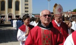 Fr. Petar Vlasic com o Bispo Ratko Peric de Mosta, em maio deste ano em Medjugorje. Foto: Mile Pavlovic, Brotnjo online