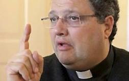 Padre Alessando Bonetti, pároco de Monteforte.