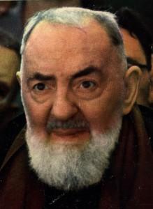 São Pio de Pietrelcina (1887-1968) foi chamado para o sacerdócio como uma criança, um franciscano capuchinho Tornou-se, e foi ordenado em 1910. Ele carregou os estigmas e teve os dons de bilocação e das almas de leitura. Muitas vezes perseguido por seus superiores, mas imensamente popular com as pessoas comuns ao longo de sua vida, foi canonizado pelo Papa João Paulo II em 2002