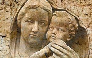 Maria permanece em silêncio, mas Menino Jesus fala