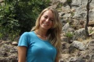 Subindo a montanha da cruz, Elena Artioli teve uma experiência profunda durante a sua primeira viagem a Medjugorje;