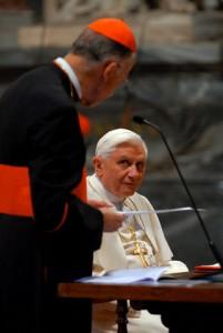 Papa Bento XVI formou a Comissão Medjugorje, o cardeal Camillo Ruini (à esquerda) é que o dirige. Mas nenhuma de suas vozes podem finalmente acabar sendo ouvido, um autor italiano de livros de Medjugorje surpreendentemente diz