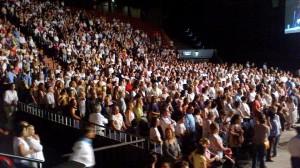 Parte do público presente na aparição pública visionário Ivan Dragicevic na 06 de março no Luna Park, em Buenos Aires, um acordo aprovado pelo então cardeal Bergoglio