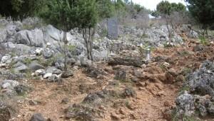 Embora algumas estejam faltando, há ainda muitas pedras na colina das aparições em Medjugorje
