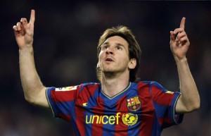 Lionel Messi agradece a Céu por um gol para o FC Barcelona. O melhor jogador do mundo de futebol é um católico devoto e, recentemente, visitou Medjugorje para ficar com vidente Ivan Dragicevic