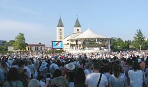 Peregrinos em Medjugorje em 25 de junho. Foto: Brotnjo Info