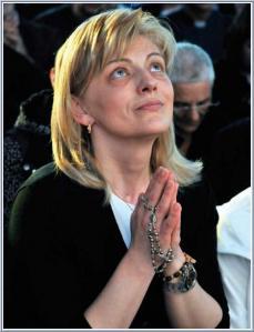 Mirjana Dragicevic-Soldo durante uma aparição. Seu apelo especial, que lhe foi confiada pela Virgem, é rezar para as pessoas que não acreditam. Este é também o objectivo de aparições Mirjana no segundo dia de cada mês