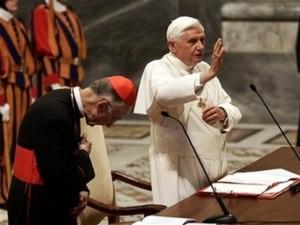 Embora o Cardeal Ruini (à esquerda) foi encarregado da investigação dos eventos de Medjugorje, ele não terá a palavra final, mas terá de apresentar o relatório da sua Comissão para o Papa Bento XVI