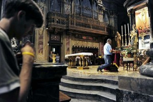 Ivan enche igreja italiana até transbordar