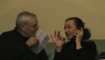 Vicka durante sua entrevista de 2008 com o Padre. Livio Fanzaga (esquerda), diretor da Rádio Maria durante 20 anos.