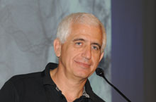 Doutor Edoardo Boccardi, médico especialista italiano que comprovou a cura milagrosa de Elena Artioli.