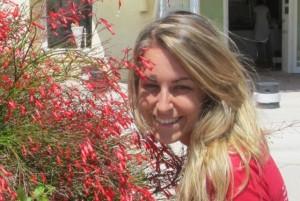 Elena Artioli nasceu em 19 de janeiro de 1982, em Ferrara, Itália. Aos 16 anos ela foi diagnosticada com uma séria AVM, doença dos vasos sanguíneos que não desaparecer ou diminui sem tratamento. O médico especialista que trata Elena não iria realizar uma cirurgia. Em vez disso, ela foi a Medjugorje, e se tornou a primeira paciente do mundo   cujo AVM diminuiu sem tratamento.