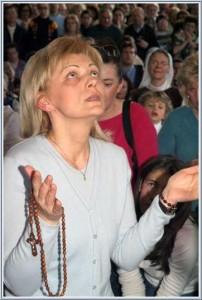 """Mirjana durante sua aparição em 18 de março de 2007, quando a Virgem Maria convidou a todos para ajudá-la a triunfar, e expressou seu desejo de que, assim, """"vocês possam ver a Verdade, o Caminho  e a Vida reais. Desejo que vocês possam ver o meu Filho. """""""