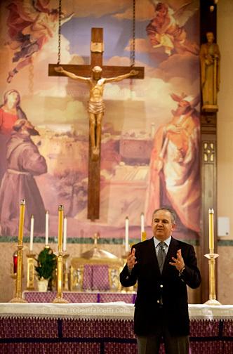 Vidente Ivan dando o seu testemunho em WATERBURY, CT, Estados Unidos em 19 de fevereiro de 2013.
