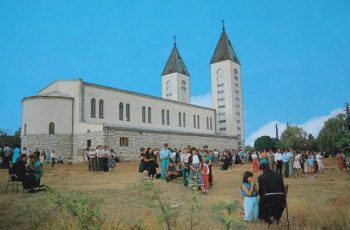 A igreja de Medjugorje fez 50 anos !!!